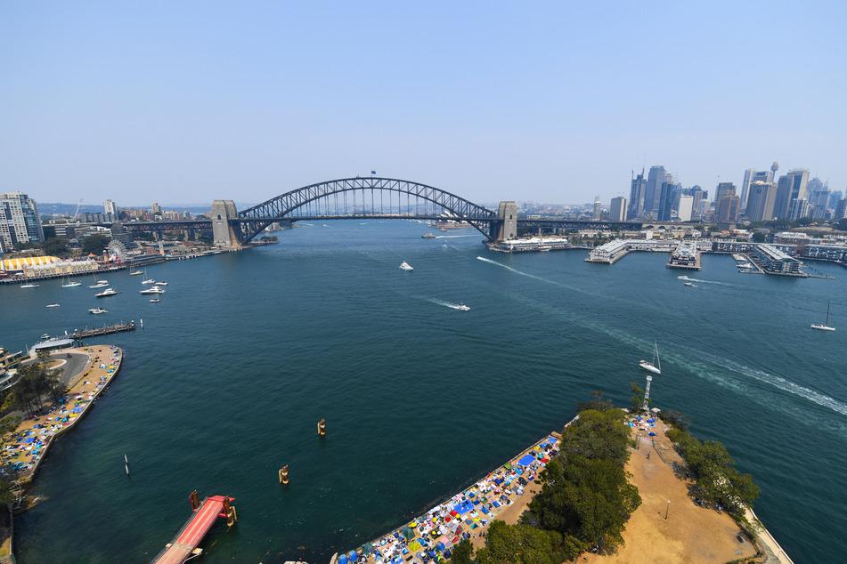 Unter anderem wird das Flugzeug niedrig über Sydneys Hafen fliegen.
