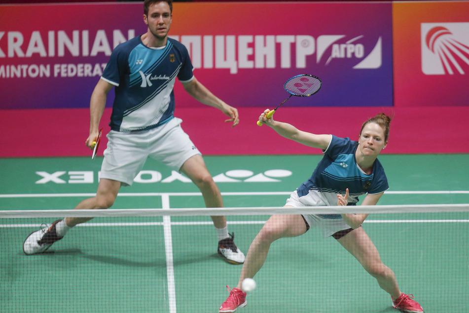 Am Samstag waren die Corona-Tests noch negativ: Isabel Herttrich (29) und Mark Lamsfuss (27) beim Badminton-EM-Halbfinale in Kiew.