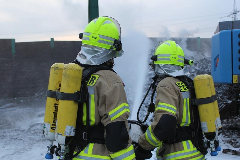 Etwa 100 Tonnen Schreddermaterial hatte gebrannt - die Einsatzkräfte konnten die Flammen löschen.