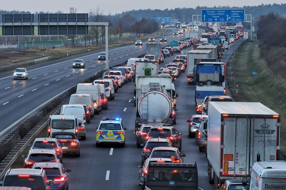 Jetzt wird es teuer: Bund und Länder einig bei schärferen Bußgeldern für Autofahrer