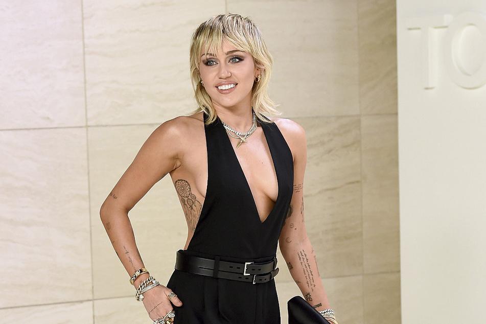 Das ehemalige Party-Girl Miley Cyrus (28) hatte erst kürzlich behauptet, nach einem Rückfall die Finger von Alkohol zu lassen.