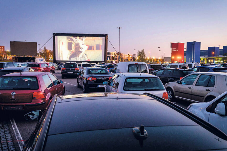 Die Autokino-Premiere auf dem Messeparkplatz war restlos ausverkauft.