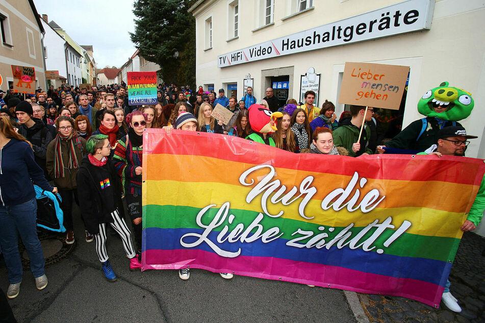 """""""Nur die Liebe zählt"""": Wie hier vor zwei Jahren, organisiert die Stadt Ostritz auch dieses Jahr wieder ein Friedensfest - gegen Neonazis und für alle, die ein friedliches Zusammenleben schätzen."""