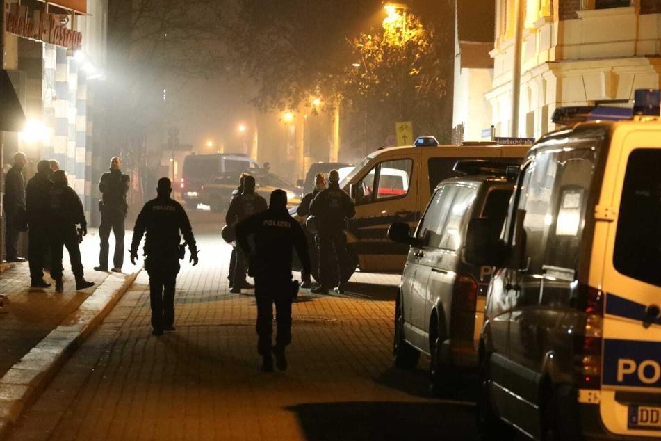 Mehrere Beamte befanden sich zum Zeitpunkt des Angriffs im Gebäude.