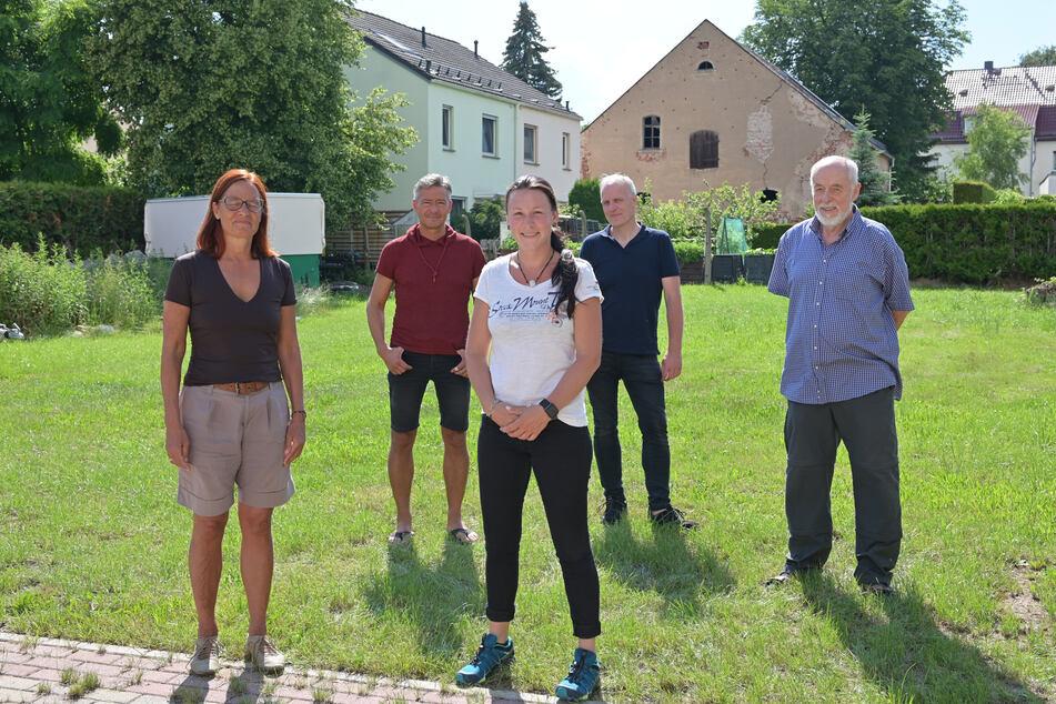 Sie wollen das geplante Holzheizkraftwerk in Siegmar verhindern: (v.l.) Christiane Kleinhempel, Lutz Neubert, Maxi Köhler, Bernhard Herrmann und Gert Rehn.