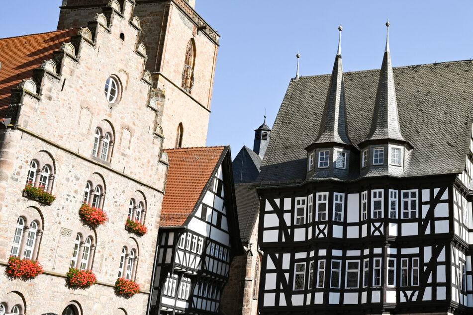 Das Bild zeigt den Marktplatz von Alsfeld – die Fachwerk-Stadt im Vogelsbergkreis startet an diesem Donnerstag ein Corona-Modellprojekt.