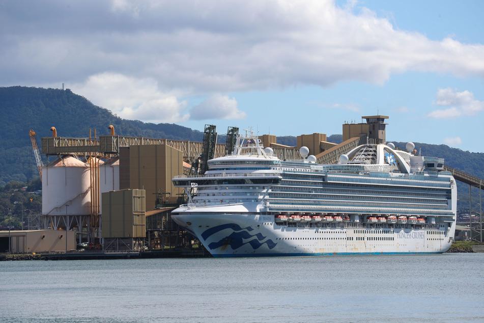 """Das Kreuzfahrtschiff """"Ruby Princess"""" liegt in Port Kembla in Wollongong im Hafen."""