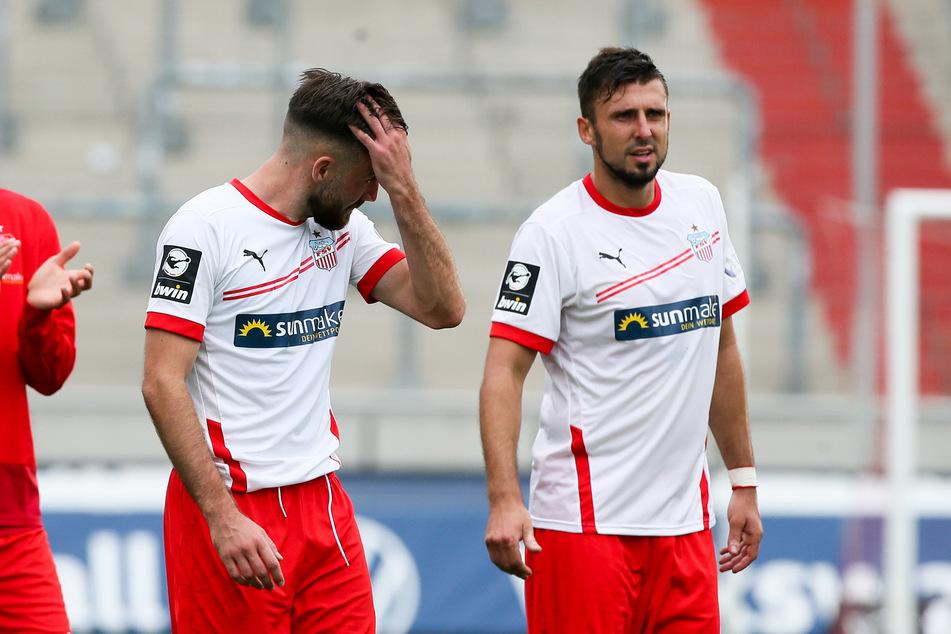 Enttäuschung nach der 1:2-Niederlage gegen 1860 München: Morris Schröter (l.) und FSV-Abwehrchef Davy Frick.
