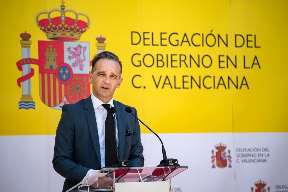 Heiko Maas (SPD), Außenminister, äußert sich am Dienstag bei einer Pressekonferenz mit der spanischen Außenministerin, Gonzalez Laya, nach ihrem Gespräch. Spanien hat seine Grenzen für Touristen erst am 21.06.2020 wieder geöffnet. Der deutsche Außenminister besucht eines der größten Länder der Europäischen Union nur wenige Tage vor Beginn der deutschen EU-Ratspräsidentschaft.