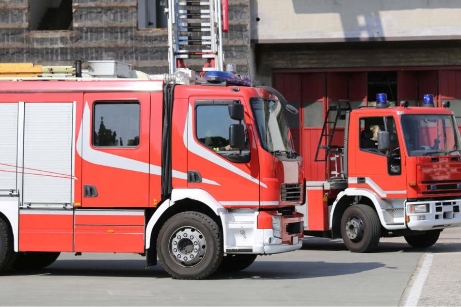 Oberleitungs-Schaden: Feuerwehr holt Fahrgäste mit Drehleiter aus Zug