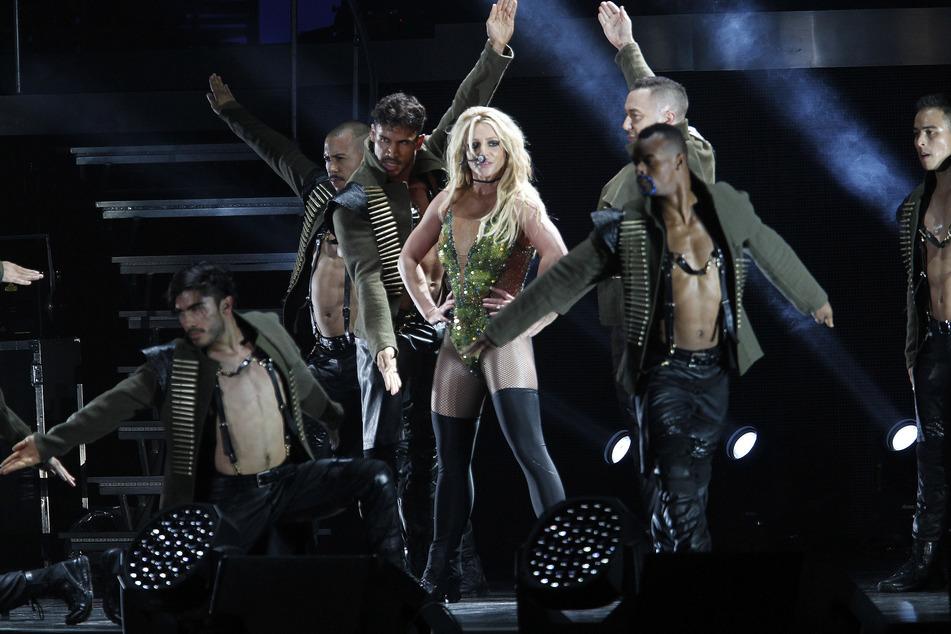 Sängerin Britney Spears (38) steht 2017 bei ihrem Konzert in Taipeh (Taiwan) auf der Bühne. Solche Bilder soll es erst einmal nicht mehr geben, selbst wenn es Corona zuließe.