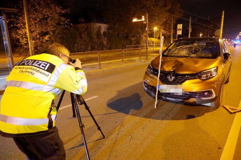 Schwerer Verkehrsunfall: Mann rennt über Straße und wird von Auto erfasst