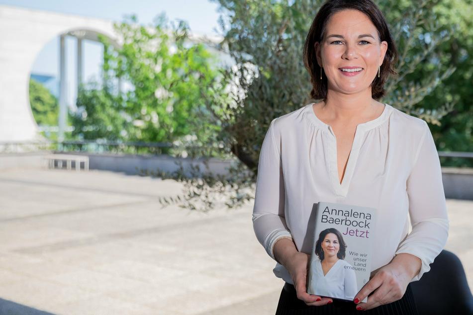 """Annalena Baerbock (40), Kanzlerkandidatin und Bundesvorsitzende von Bündnis 90/Die Grünen, soll in ihrem Buch """"Jetzt. Wie wir unser Land erneuern"""" abgeschrieben haben."""