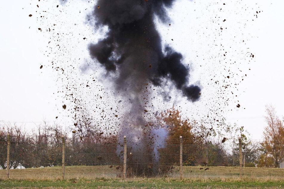 Gegen 15 Uhr wurde das unbekannte Pulver gesprengt.