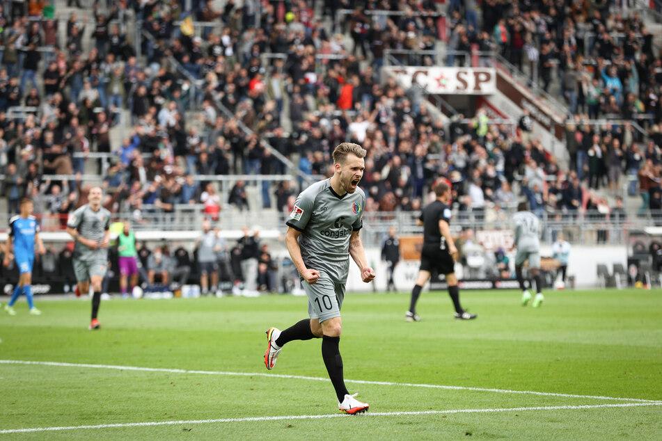 Riesenjubel bei Christopher Buchtmann (29): Der Mittelfeldspieler traf im Heimspiel gegen den FC Ingolstadt (4:1) das erste Mal seit Februar 2019 für den FC St. Pauli.