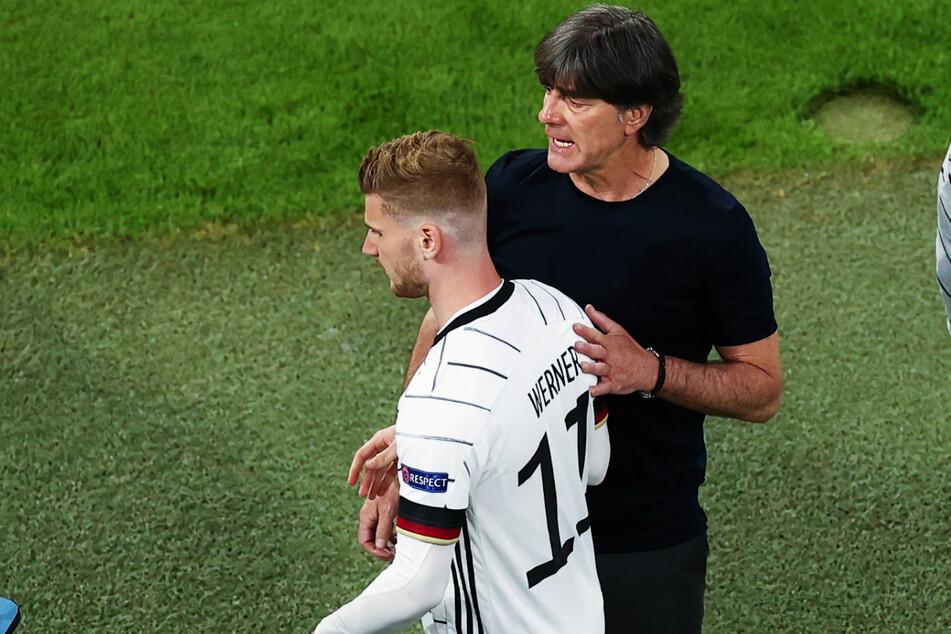 Joachim Löw (r.) hat mittlerweile Timo Werner ins Spiel gebracht.