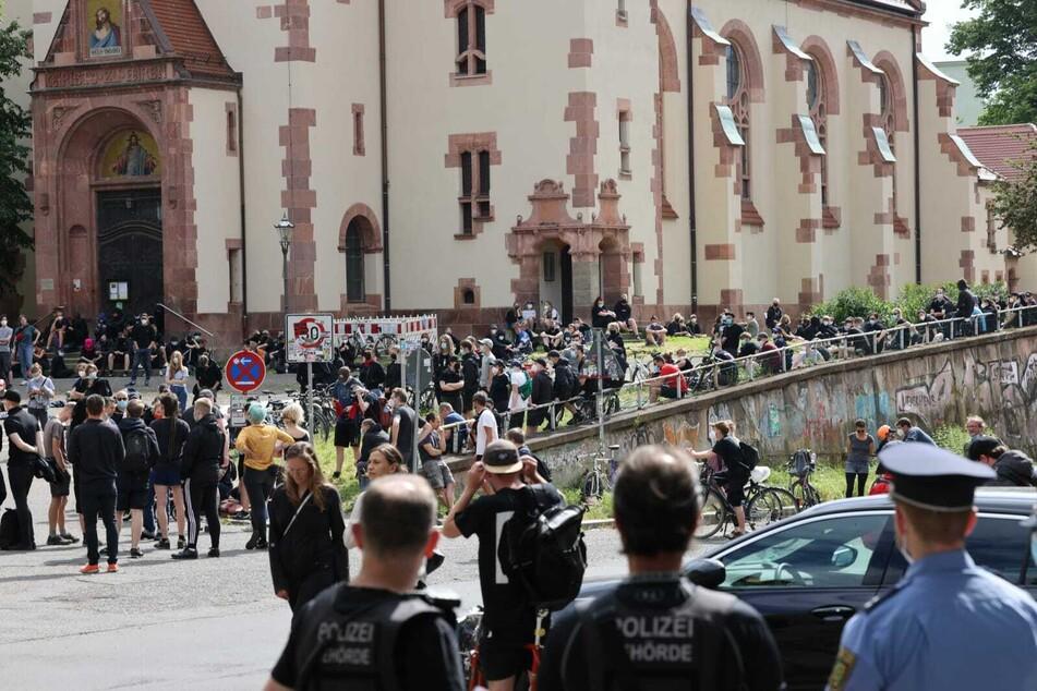 Bereits vor Beginn der Demonstration hatten sich einige Teilnehmer in der Selnecker Straße eingefunden.