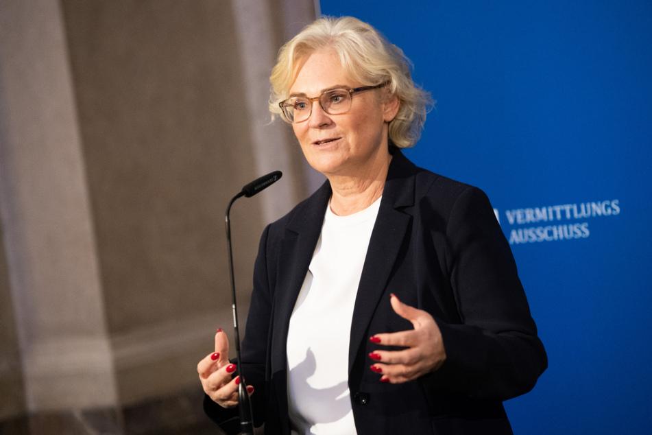 Christine Lambrecht (56, SPD) ist Bundesministerin der Justiz und für Verbraucherschutz sowie für Familie, Senioren, Frauen und Jugend.
