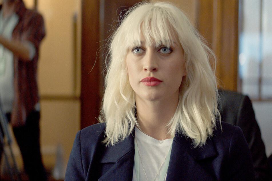 """""""Blinded"""" - Bea (Julia Ragnarsson, 28) spielt die Journalistin in dem Finanz-Thriller."""