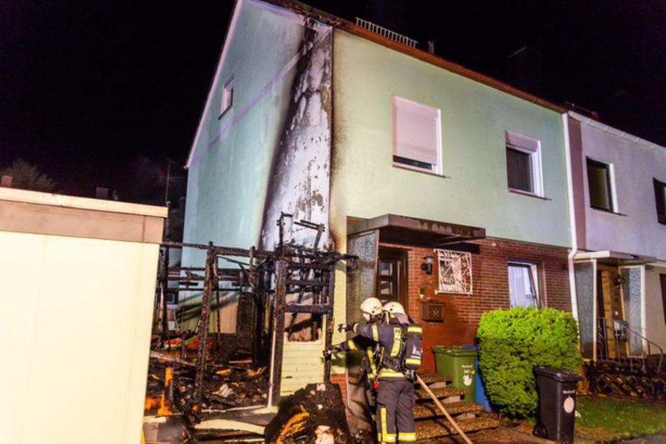 Die Holzhütte brannte vollständig aus.