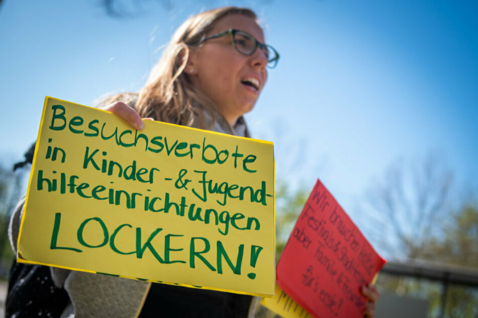 In Chemnitz haben Eltern für die Öffnung der Kitas protestiert.