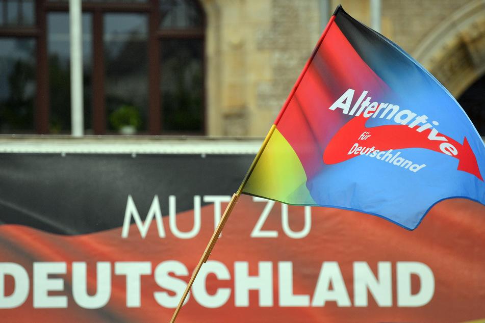 Mit 26 Prozent aller Stimmen sowie 8 Prozent Vorsprung auf CDU und SPD würde die AfD klar die stärkste Kraft in Sachsen werden - besagt zumindest eine aktuelle Umfrage.