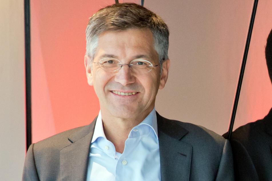 Präsident Herbert Hainer (66) hat beim FC Bayern München die Zügel in der Hand.