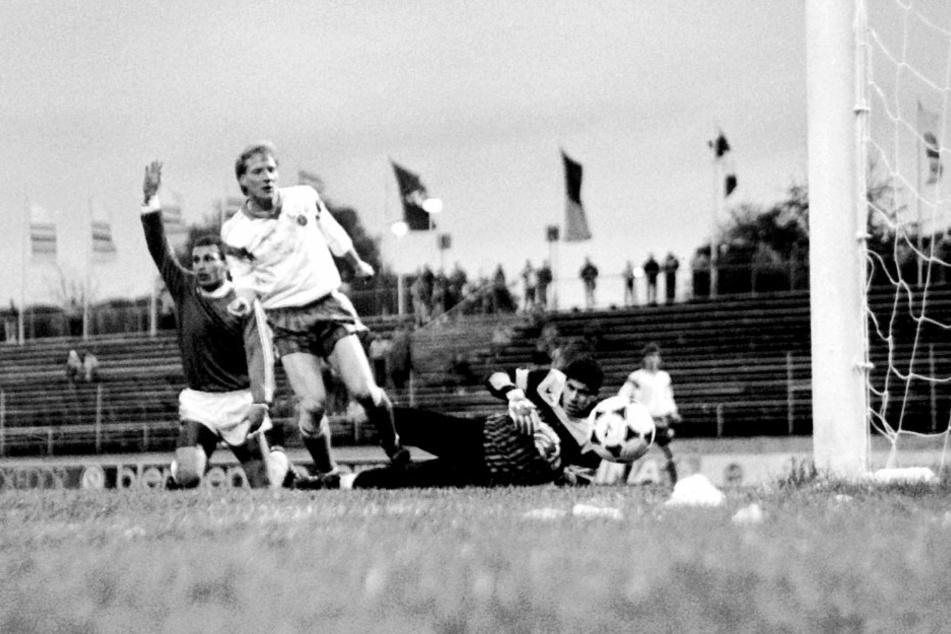 Nur 1000 Zuschauer wollten vor 30 Jahren im Thälmann-Stadion das Spiel der DDR-Auswahl um Matthias Sammer gegen Ägypten sehen.