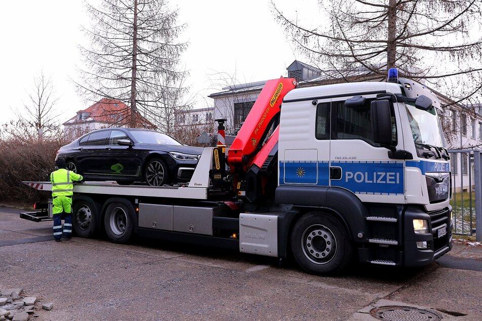 In Dresden wurde am Mittwoch im Zuge der Razzia ein Auto abgeschleppt.