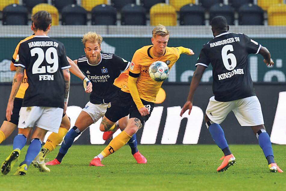Bliebt er doch? Simon Makienok (M.) soll von Dynamo ein Angebot vorliegen haben ...
