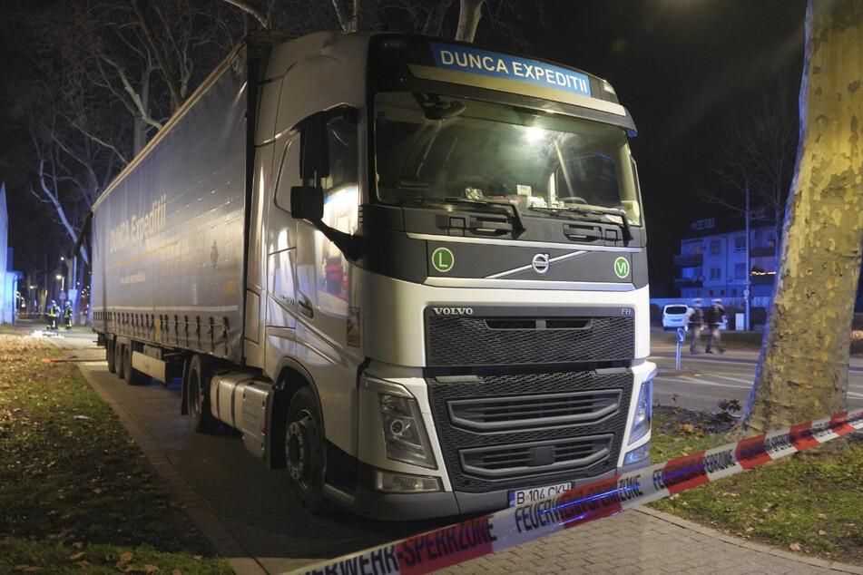 Lkw-Fahrer streift in Stuttgart Gebäude: War er betrunken?