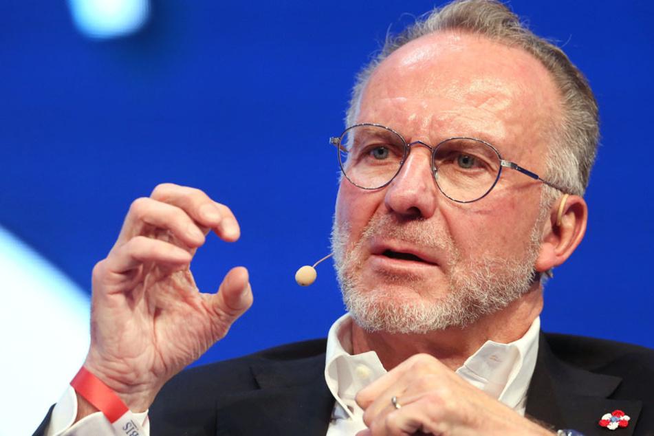 FC Bayerns Vorstandschef Karl-Heinz Rummenigge sieht die Gehaltsobergrenzen skeptisch. (Archiv)