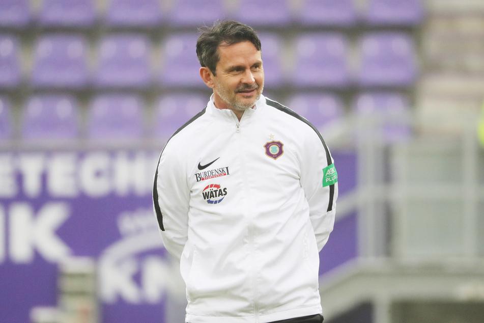 FCE-Coach Dirk Schuster (53) stellt Florian Krüger ein gutes Zeugnis aus.