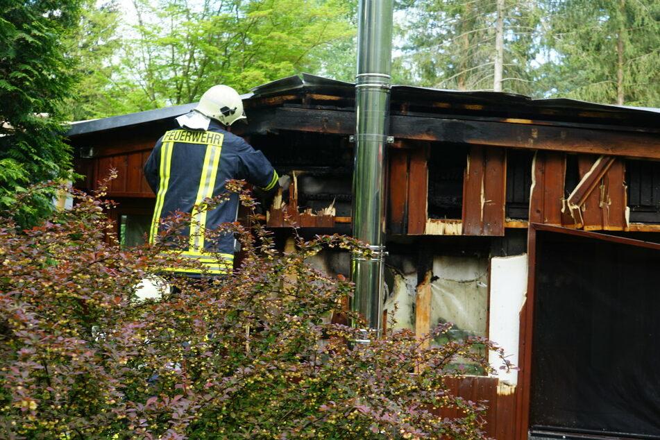 Eine Person wurde durch das Feuer leicht verletzt.