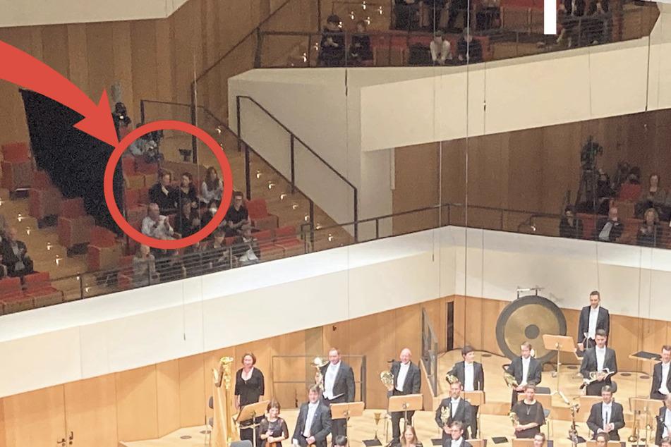 Sitzt sie hier? Im Kulturpalast wurde am Samstagabend ein schwarzer Vorhang im Publikum aufgehängt.