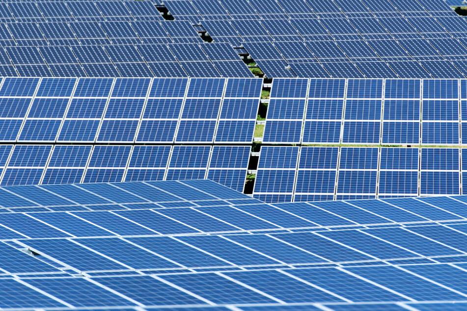 In der Netzregion von enviaM werde heute im Schnitt schon insgesamt weit mehr Energie aus erneuerbaren Quellen wie Sonne und Wind erzeugt als verbraucht. (Symbolbild)