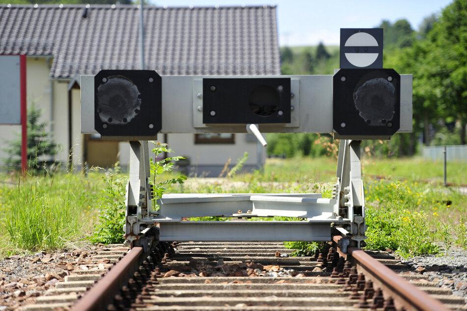 Um Hindernisse für die Aktivierung der Strecke aus dem Weg zu räumen, wären neue Signal- und Schrankenanlagen nötig.