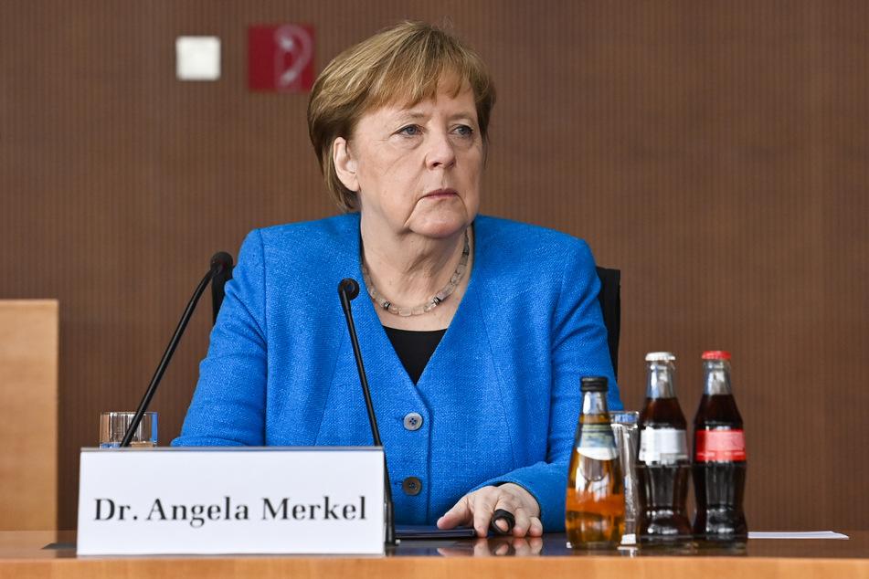"""Bundeskanzlerin Angela Merkel (66, CDU) verwies auch die angespannte Lage auf den Intensivstationen vieler Krankenhäuser. Sie sagte: """"Was wir von Ärzten und dem Pflegepersonal hören, das sind wahre Hilferufe."""""""