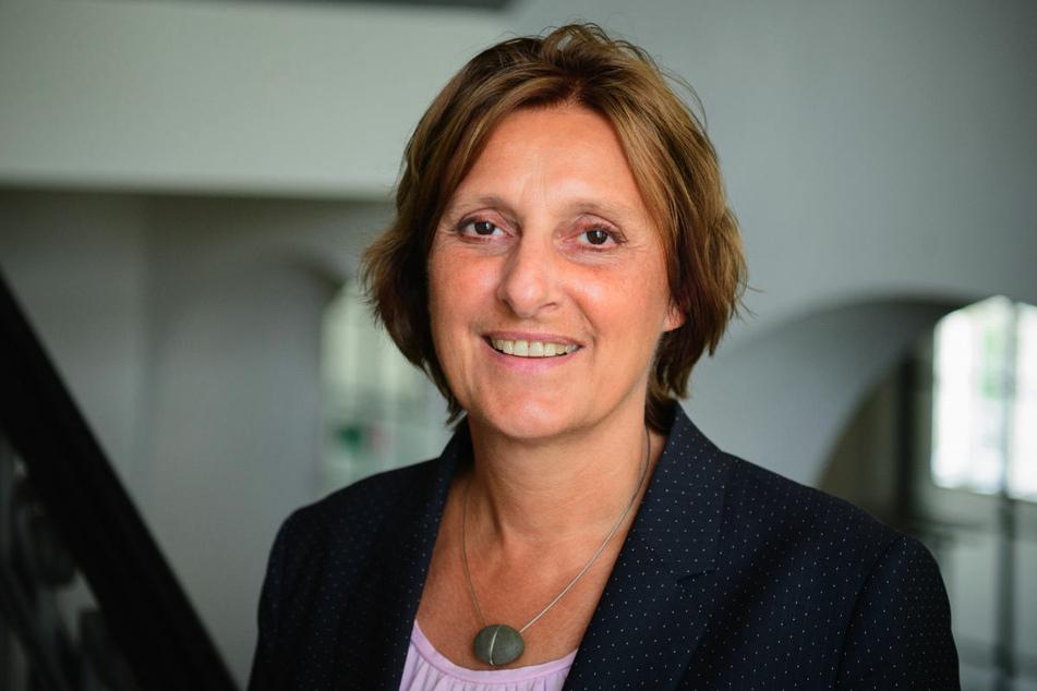 Die Vorsitzende der Kultusministerkonferenz, Britta Ernst (60, SPD), hat davor gewarnt, die Schulen in der Pandemie schnell wieder zu schließen.