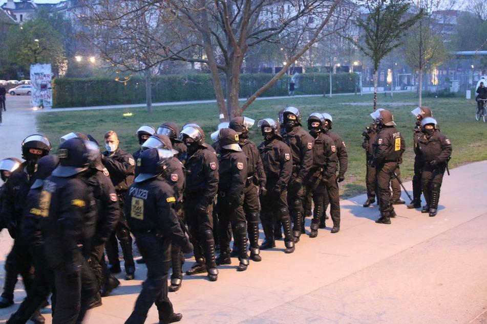 Die Polizei war mit zahlreichen Einsatzkräften bei der Spontan-Demo vertreten.