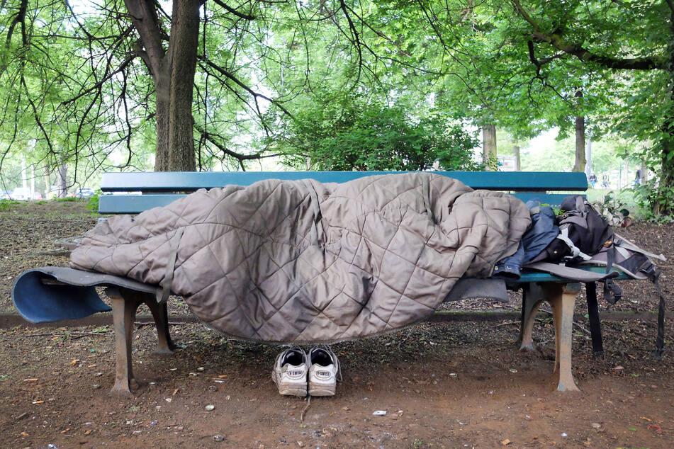 Obdachlosigkeit ist auch in Dresden ein Problem. Eine Petition fordert vom OB zu handeln. (Symbolbild)