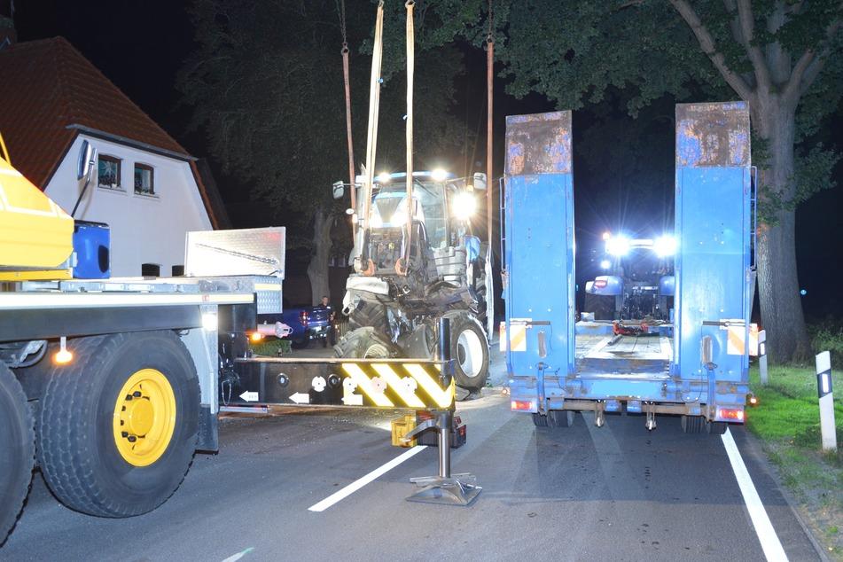 Der demolierte Ackerschlepper auf der Kuhlenstraße.