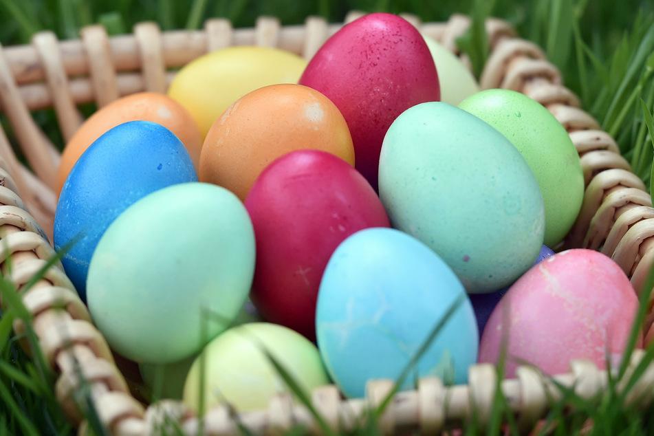 Bunte Eier gehören für viele zu Ostern genauso dazu, wie ein großes Familientreffen. Doch auf dieses muss in diesem Jahr verzichtet werden.