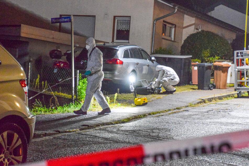 Spezialisten der Spurensicherung untersuchen den Tatort nach dem Angriff am frühen Mittwochmorgen.