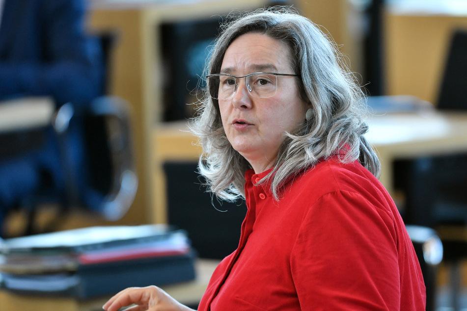 Damit der Impfstoff nicht in der Tonne landet: Gesundheitsministerin Heike Werner (52, Linke) ruft die Thüringer zur Impfstoff-Rettung auf.