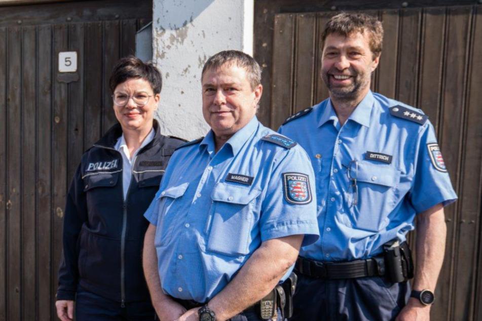 Polizisten fahren mit Blaulicht bei 90-Jähriger für Überraschung vor