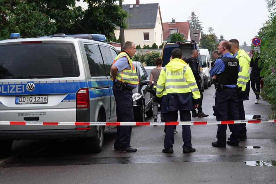Die Polizei fand bei der Durchsuchung mehrere Schusswaffen und Munition.