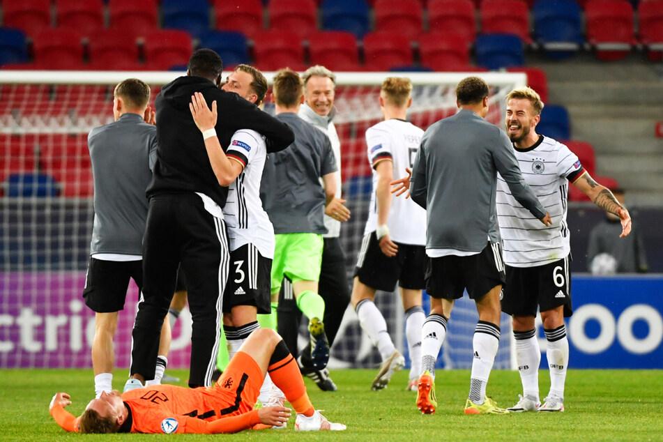 Großer Jubel bei der DFB-Auswahl nach dem zweiten erfolgreich bestrittenen und zugleich sehr kräftezehrenden K.o.-Duell innerhalb weniger Tage.