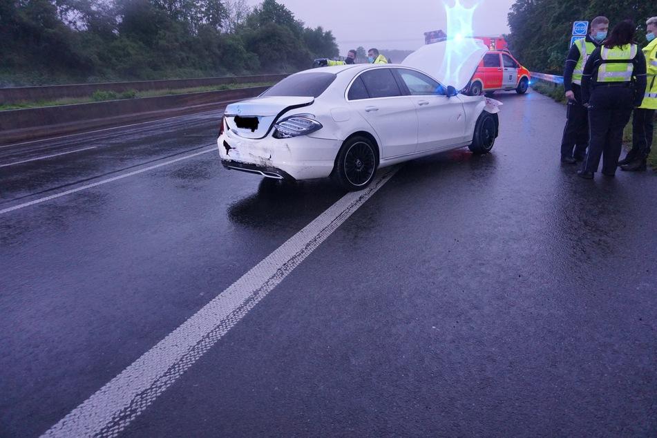 Das Auto war nach dem Zusammenprall mit dem Schwertransporter schwer beschädigt.