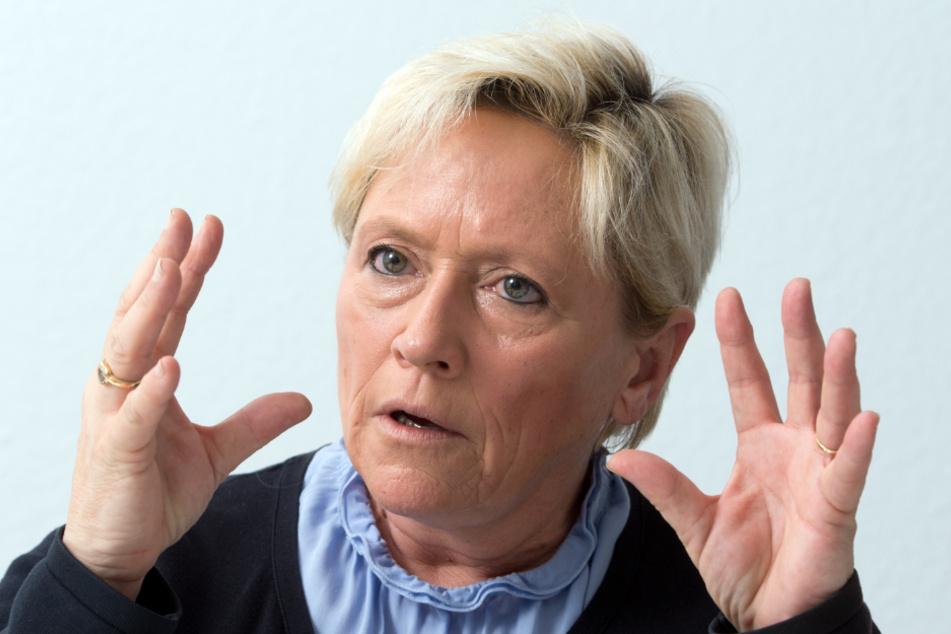 Die Kultusministerin gestikuliert: Susanne Eisenmann (CDU).